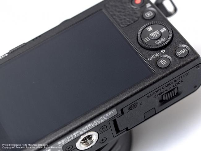 Panasonic LUMIX GM (DMC-GM1K) 背面と下側