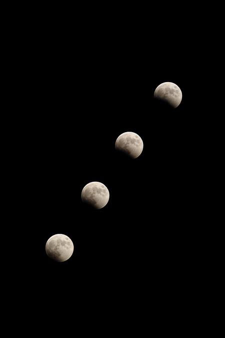 皆既月食 18:15-18:30