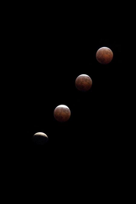 皆既月食 19:10-19:25