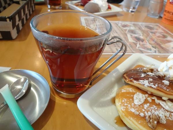 ガラスカップの紅茶