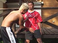 ゲイ動画:体育会合宿中男児を野外でイカせちゃった !! 好帥哥