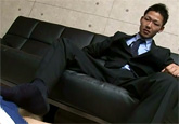 ゲイ動画:先輩、スーツの下はフル勃起で気持ちいいっす !! 好帥哥