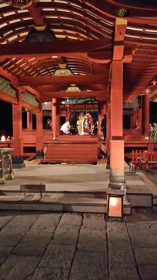 八幡宮の夜の結婚式