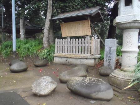 雷神社の力石