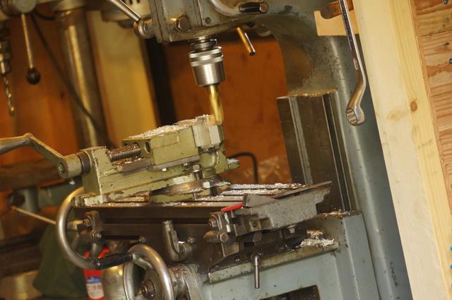フライス盤で切削
