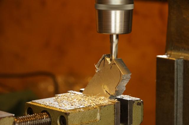 フライスでアルミの板を切削
