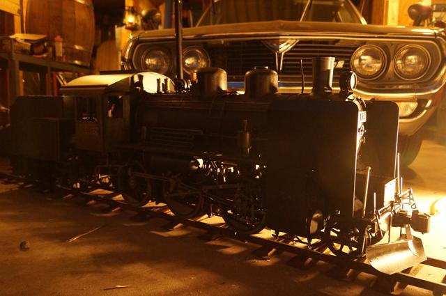 早朝、午前5時、日野十日町機関区にてツララ切とスノープラウを装着したC56 129