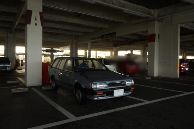 午前8時50分、まだ駐車場の電気がつく前のジョイフル本田 瑞穂店