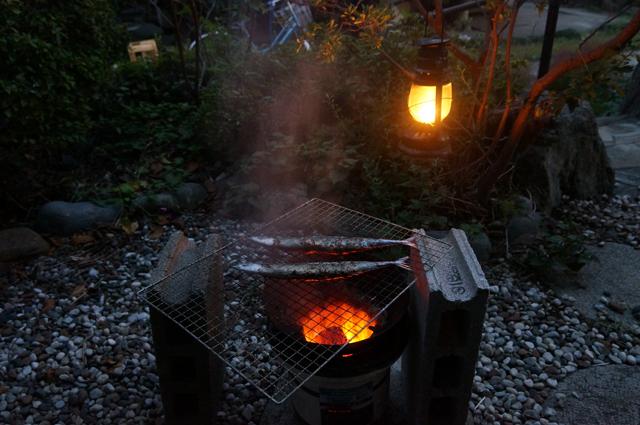 サンマを七輪で焼く ランプと共に
