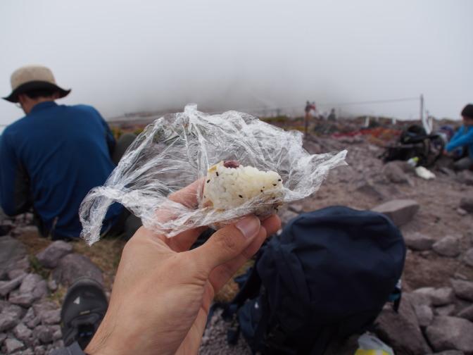 山頂で昼食