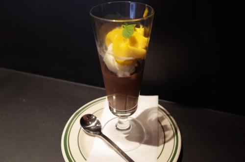 ランチデザート チョコレートとマンゴーのエスプーマ