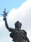 共和国広場のマリアンヌ、望遠