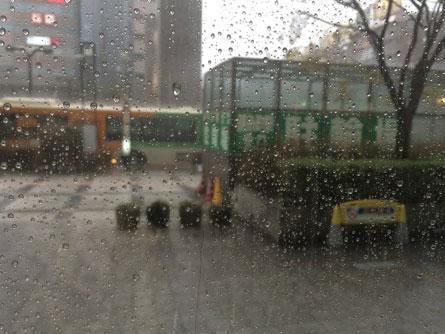 錦糸町雨_140404