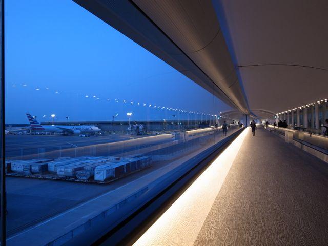 成田空港 通路