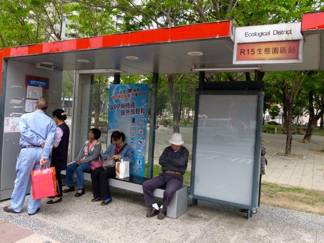 蓮池潭バス停1