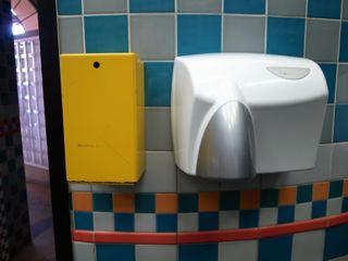 シドニー 公衆トイレの針入れ