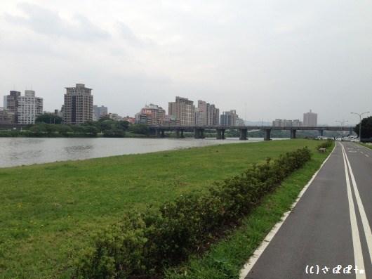 華中橋河岸9