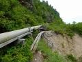 湯送管と登山道