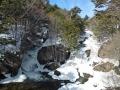 半分凍った龍頭の滝