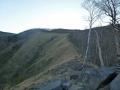 登山道の左側がきれいな稜線