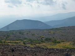 登山道から見る吾妻小富士