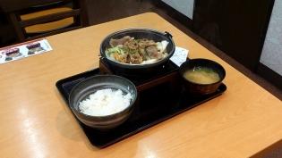 吉野家で期間限定牛バラ野菜焼定食(並盛)3