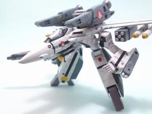 1/100可変バルキリーVF-1S 16