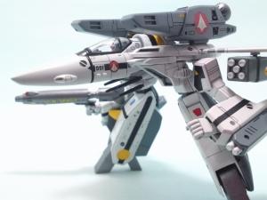 1/100可変バルキリーVF-1S 17