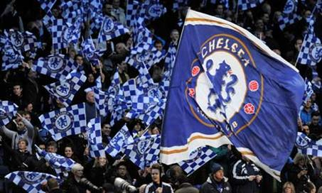 Chelsea-fans-wave-flags-a-008 (PSP)