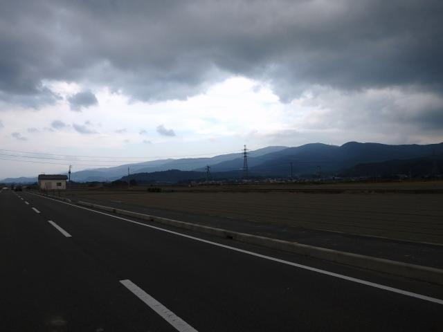 低い雲が垂れこめている