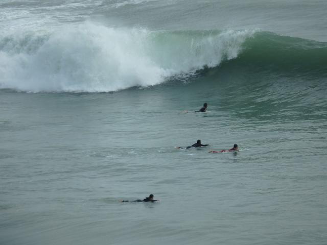 大きな波はすぐに砕ける