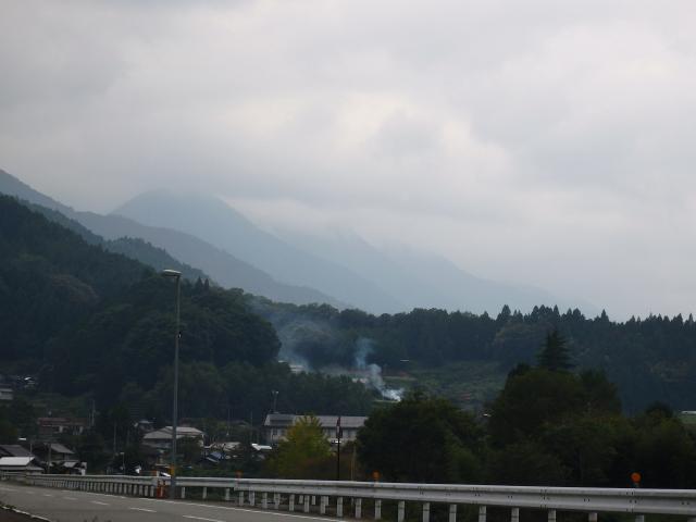 神山町の中心集落から山を遠望