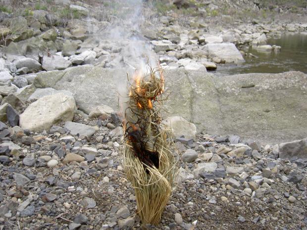 藁火の燃焼 ①