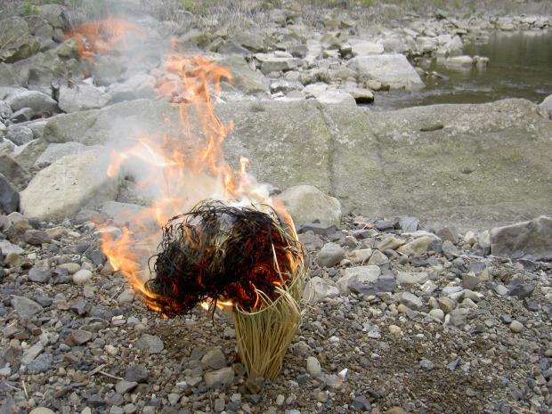藁火の燃焼 ②