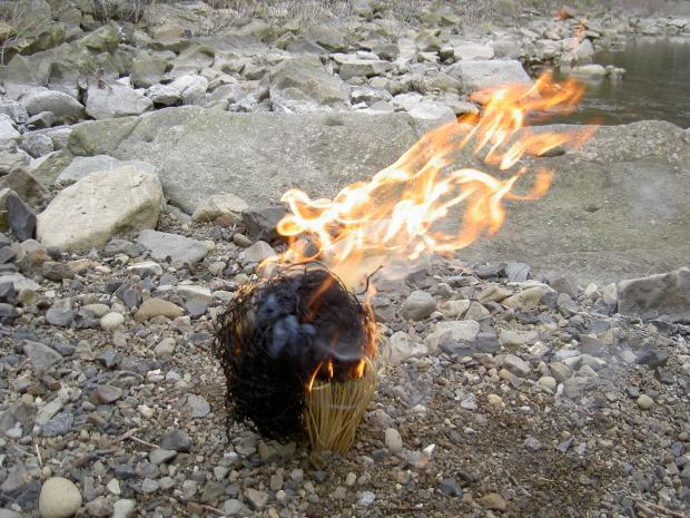 藁火の燃焼 ③