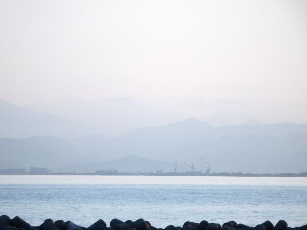 四国山地を遠望する