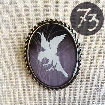 鷹のブローチ