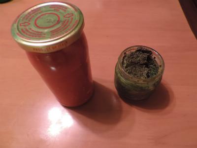 バジルと瓶詰めトマトソース