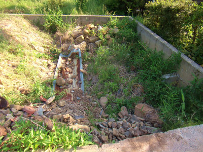 空き地の石捨て場