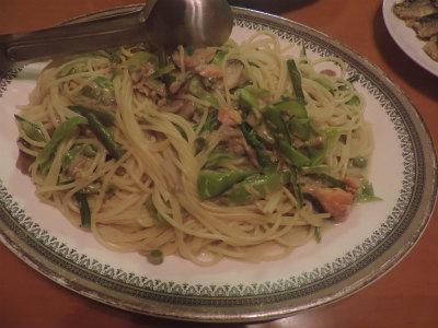 5.30舞茸・エンドウ・鮭のクリームパスタ