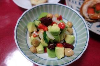 お豆とアボカドのサラダ326