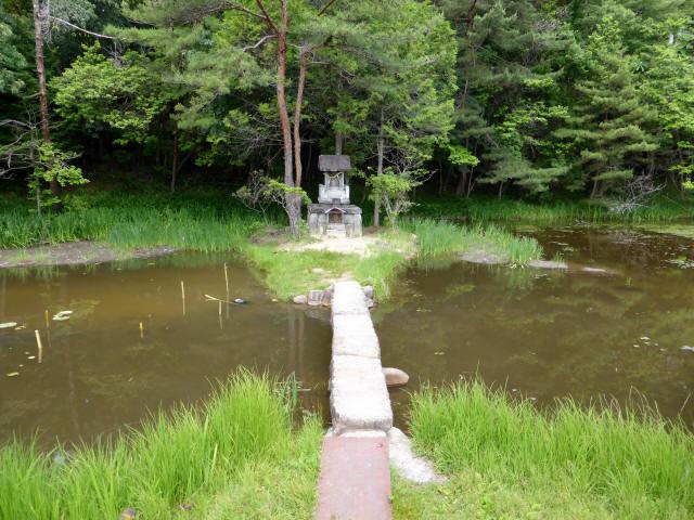 弁財天池の石橋2