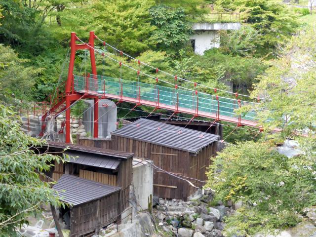 川俣温泉の赤い吊橋1
