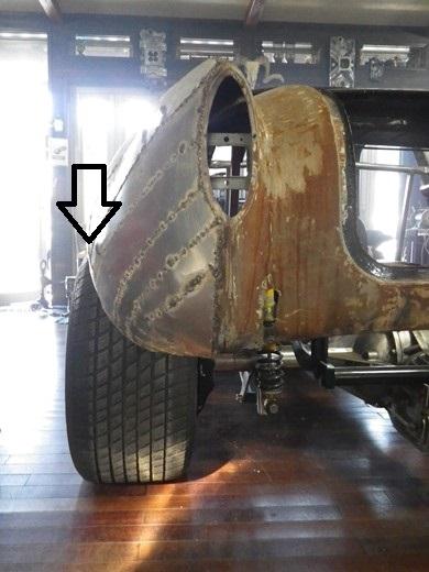 左右のタイヤはみ出方違う (4)