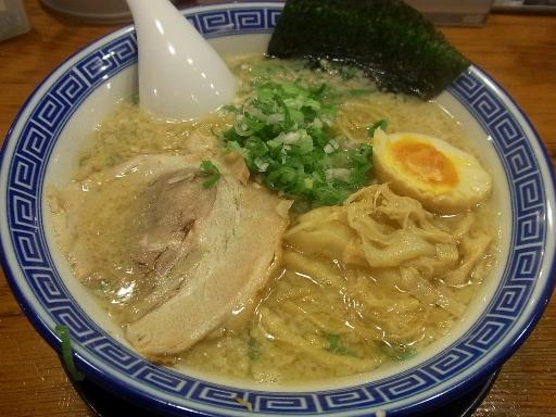炊出し豚骨醤油麺