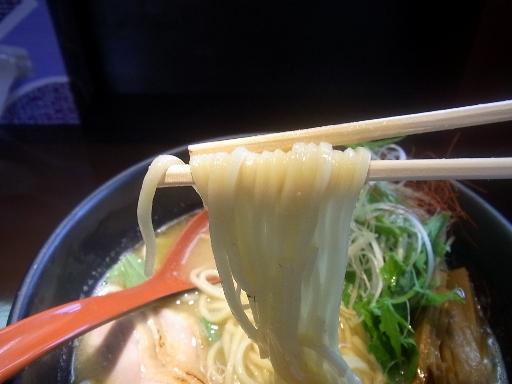 低加水のストレートの中麺