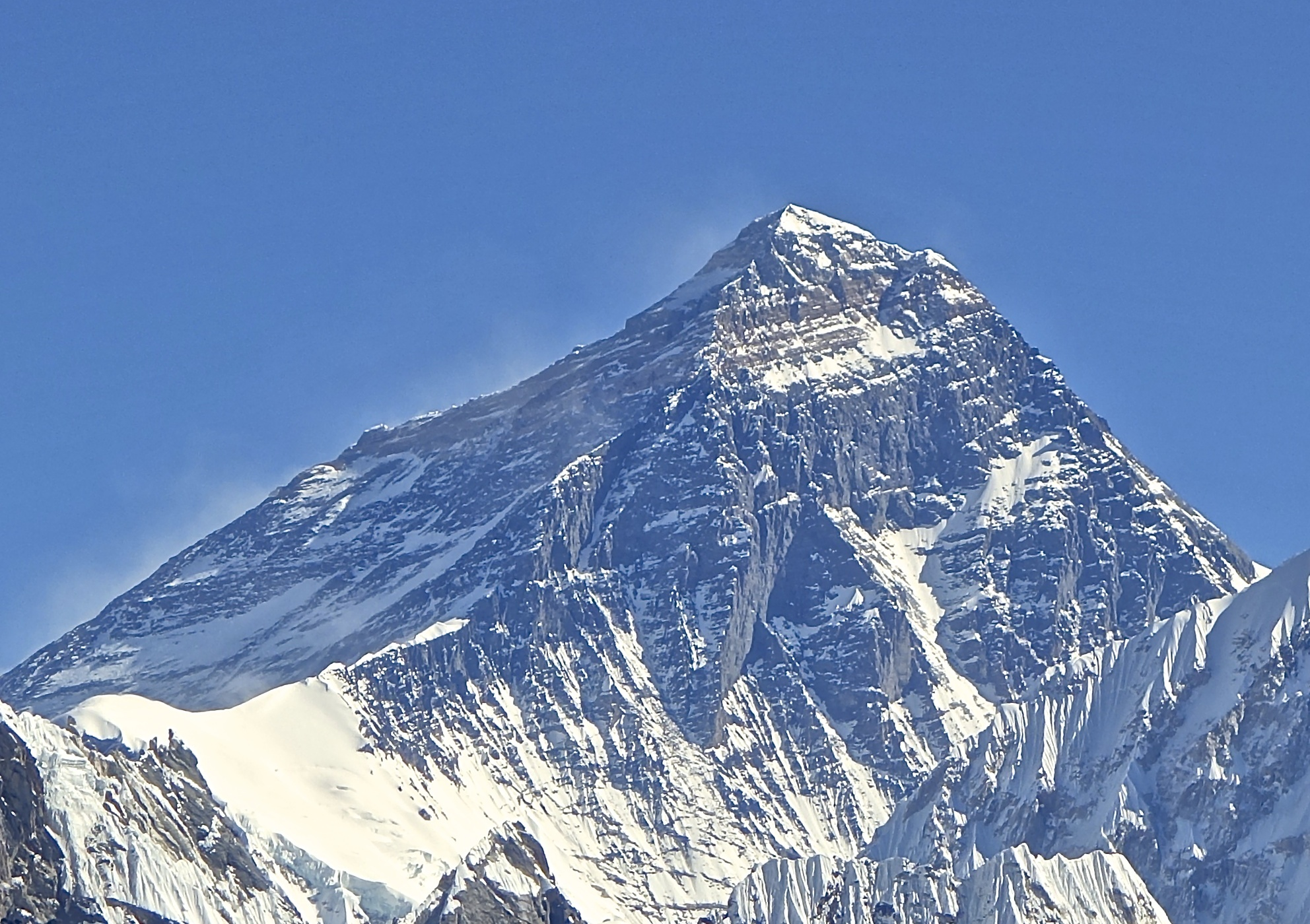 Mt._Everest_from_Gokyo_Ri_November_5,_2012_Cropped