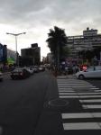 一般道の脇の広場で開催