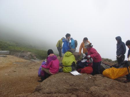 こんな天気でも登山者多数…みんな物好き(笑)