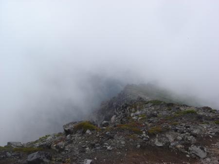 十勝岳も見えないので望岳台へ下山開始…